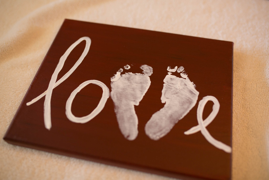 DIY Love Sign // North Phoenix Moms Blog www.dreamphotographystudio.com