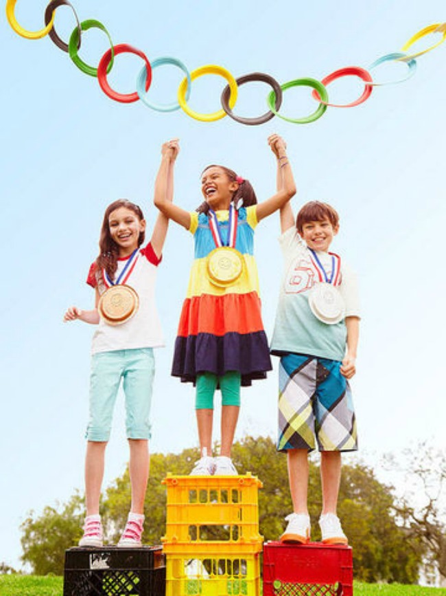 DIY medal stand for kids olympic party