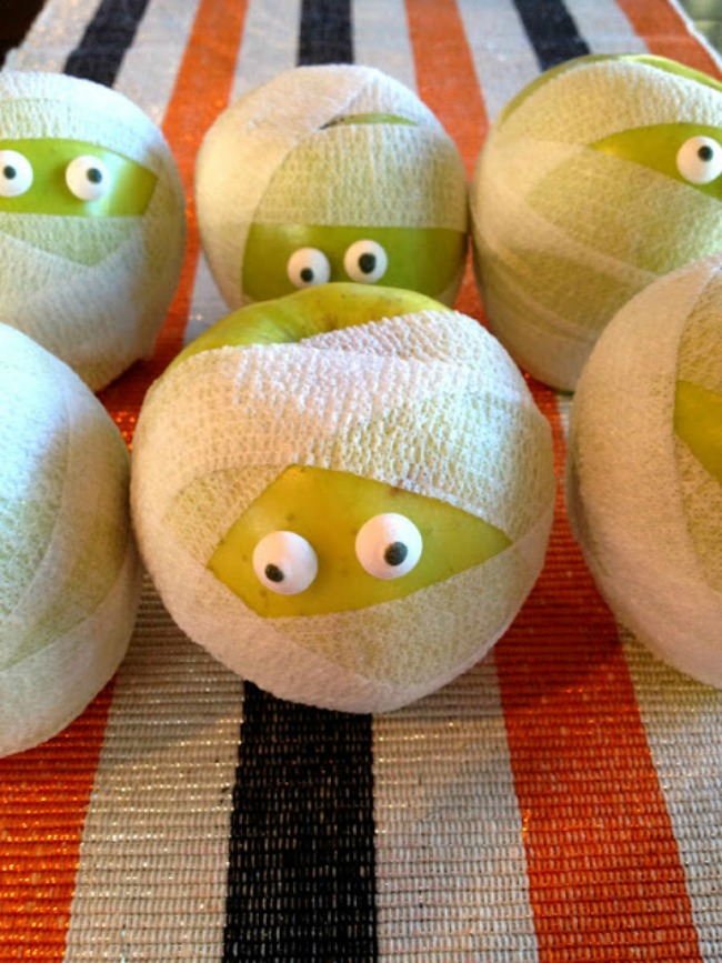 Healthy Halloween snack, mummy apples